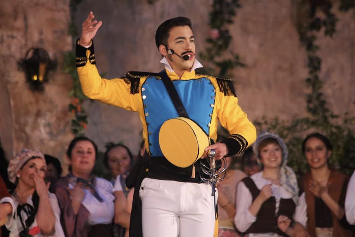 Emmanuel Franco – Belcore, L'elisir d'amore – Opera de Tijuana – 2012 – Photo by Selef Narvaez
