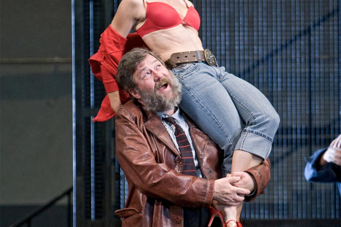 Jeremy White – Triffaldino, Ariadne auf Naxos – The Royal Opera House – 2008 – Photo by Clive Barda
