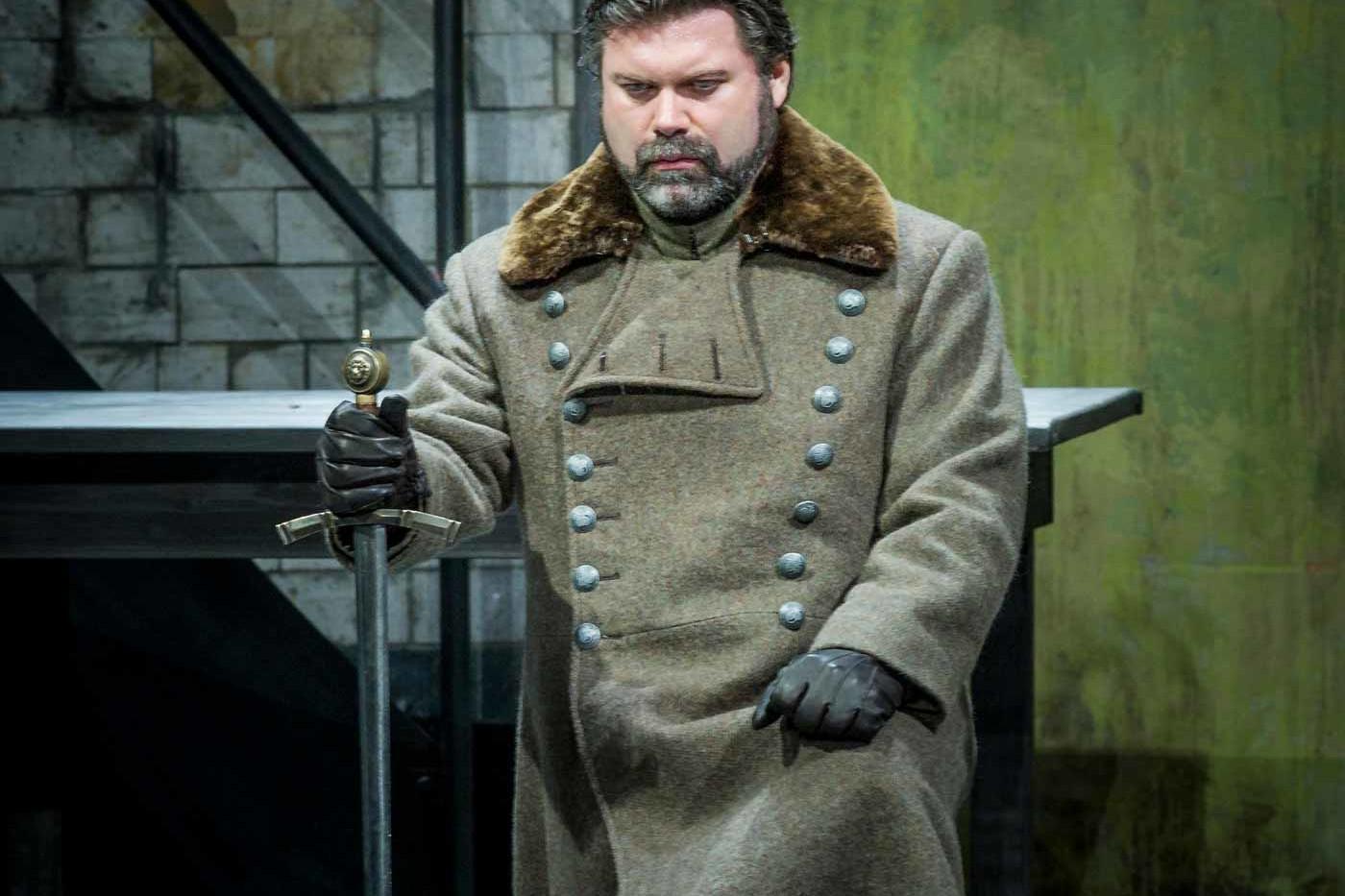 Simon Thorpe, Baritone – Herald, Lohengrin – Welsh National Opera