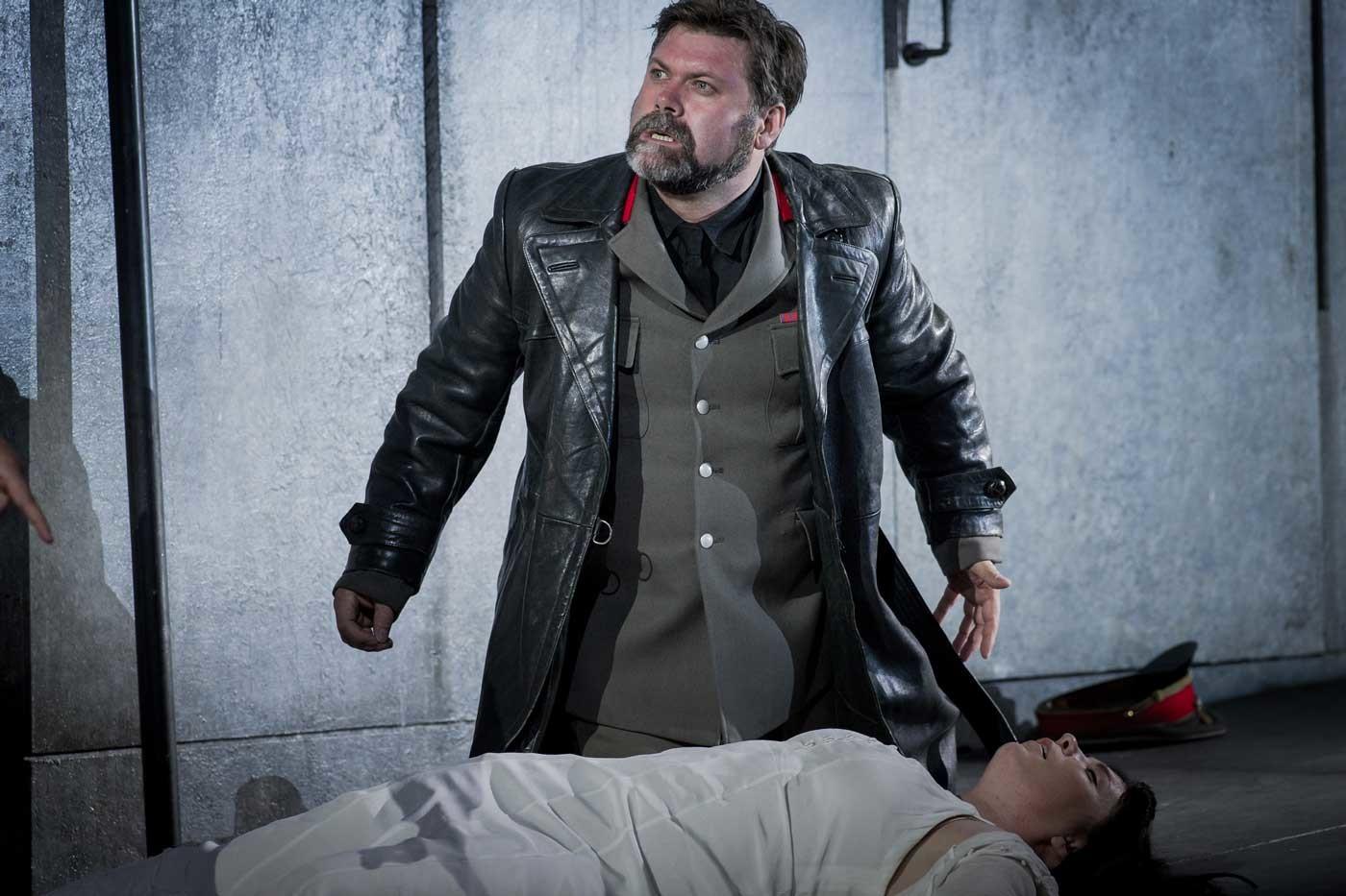 Simon Thorpe, Baritone – Lamore – Opera Holland Park